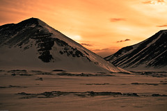 milli steins (Gunnar Valdimar) Tags: sunset snow mountains ice slarlag fjll slsetur mywinners eos400d gunnivb