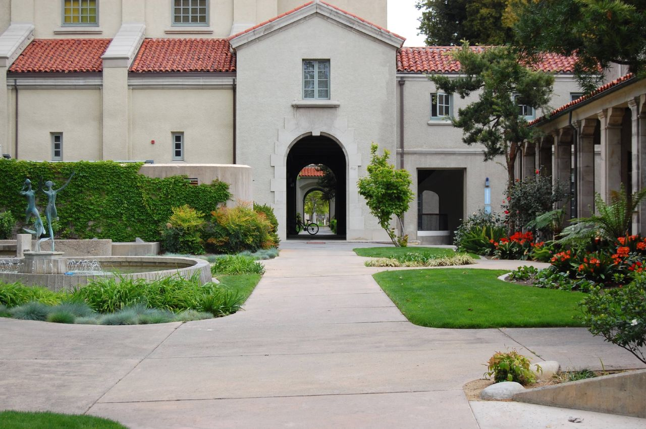 photo series walking around the claremont colleges
