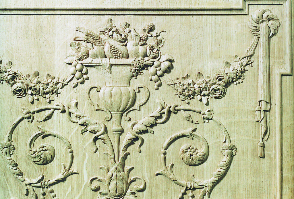 Panelling Liège style woodcarving