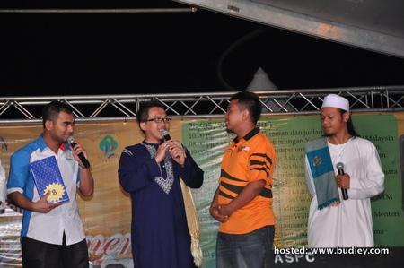 Suffian Amrin dan Saiful dari IKIM.fm bertanyakan soalan kepada penonton