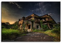 Dusk on Istana Woodneuk (DanielKHC) Tags: house interestingness bravo singapore dusk decay sony creepy spooky explore mansion alpha soe hdr decadence a100 abandonned istana tyersall blueribbonwinner photomatix splendiferous supershot magicdonkey tonemapped interestingness22 5exp outstandingshots tamron1118mm woodneuk mywinners platinumphoto danielcheong hdrenfrancais superbmasterpiece goldenphotographer diamondclassphotographer flickrdiamond bratanesque superhearts danielkhc theperfectphotographer theroadtoheaven ostrellina explore18nov07