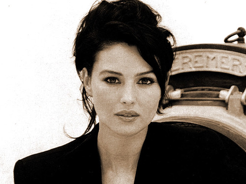 New Life Style: New Monica Bellucci Hairstyle