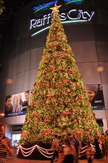 Christmas Tree at Raffles City (PixCrazy) Tags: singapore nikondigital d300 nikond300users