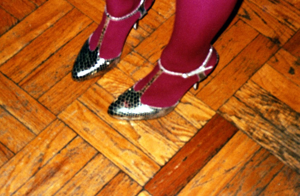 pink legs gold shoes new years eve 07
