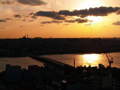 Cuerno de Oro (Sergio.Molina) Tags: sunset sol landscape atardecer golden paisaje istanbul e300 horn puesta istambul oro estambul cuerno zd1445mm qcfaj