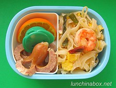 Pad Thai bento lunch for preschooler