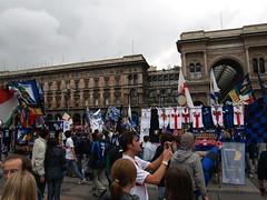 Inter Campione d'Italia - 16 Scudetto (giginino) Tags: milano duomo festa pioggia inter pazzi campione stadio ditalia tifosi delirio scudetto birre striscioni 16
