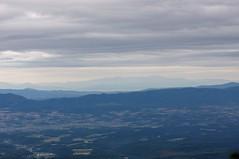 美瑛の丘の奥に暑寒連峰