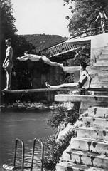 Plongeurs au pont de la pyle dans les années 1950