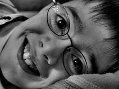 Hoy da de sonrisas, da de ilusin. (debrara7) Tags: boys nios deborah reyes regalos ilusin goldenphotographer debrara7 superlativas flickrcumpleaos