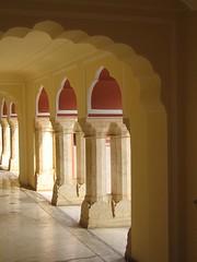 Arcade (Jaipur, India) (husar) Tags: india arcade indien jaipur rajasthan citypalace bogengang stadtpalast