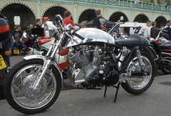Vincent Cafe Racer (Rob de Hero) Tags: uk greatbritain england analog brighton vincent slide dia motorbike motorcycle acr analogue caferacer motorrad acecafereunion acecafe madeiradrive aceday