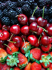 amora-cereja-morango (wagner campelo) Tags: red color frutas colors fruits fruit cores cherry strawberry cherries strawberries vermelho fruta morango cor soe amoras morangos cereja cerejas amora mulberry mulberries catchycolorsredblue