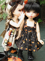 You want to dress up like WHAT?? (Sylvin13) Tags: autumn halloween twins puppets fl fairyland ante ltf wickedstitchery littlefee