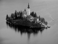 The arrival (Rich007) Tags: blackandwhite bw mountain lake mountains alps reflection tower church water monochrome architecture reflections island boat blackwhite europe steps step slovenia shore bled tall bandw easterneurope centraleurope lakebled julianalps kranj cerkevmarijinegavnebovzetja pilgrimagechurchoftheassumptionofmary