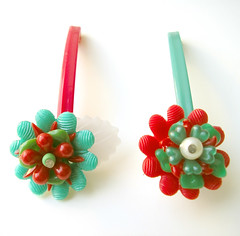 Red and Green Vintage Flowers Barrettes