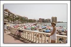 2005-06-04412 copia (Fotgrafo-robby25) Tags: sea people espaa costa portraits coast mar spain playa alicante stolen reefs put torrevieja surges oleajes genterobadosposadosyretratos