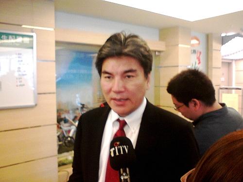 副縣長李鴻源表示,水利署已回覆縣府表示河川線無法變更,所以公務員只能依法行政。