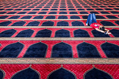 Beirut, Lebanon (gstads) Tags: lebanon beirut middleeast liban arab mosque prayer carpet geometry mohammadalamin mohammadalaminmosque lebanese libanais libanon moyenorient islam muslim muslims islamic pattern patterns pray praying beyrut beyrouth