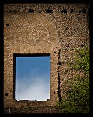 RoMa (Diaaavelo) Tags: city sky italy rome roma window architecture italia palatino ng palatinum cieloromano romaflorence lativeni