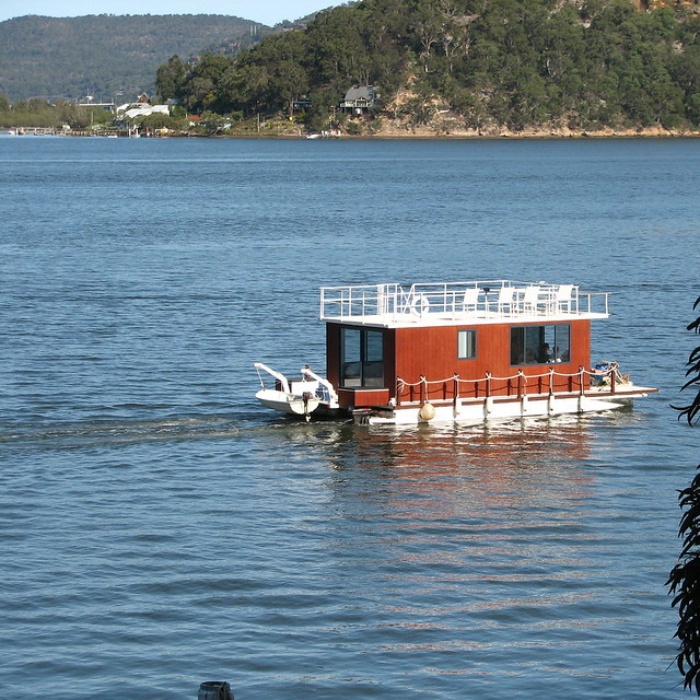 157_5712  container boat