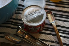 i really like measuring baking powder for some reason