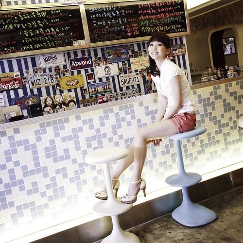 フリー画像| 人物写真| 女性ポートレイト| アジア女性| ショートパンツ|       フリー素材|