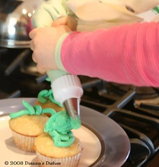 Caramel Irish Cream Cupcakes: Alexis Decorating