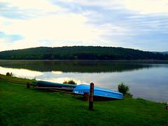 lake mountains boatsshawneestateparkpennsylvaniapennsylvaniastateparks