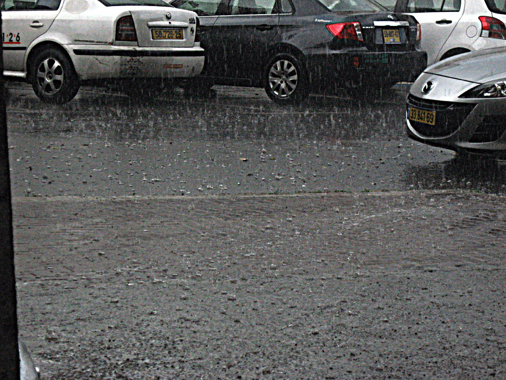 14-05-2011-dancing-raindrops