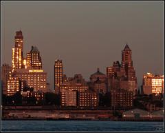 Brooklyn at sunset (Ubierno) Tags: new york sunset sun sol skyline brooklyn skyscraper reflections atardecer downtown reflejo nueva rascacielos 5photosaday anawesomeshot aplusphoto ubierno