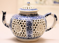 Blue-and-white teapot w/ pierced floral design (chaxiubao) Tags: art tea antique teapot teacup chadao teaspoon teacaddy teaware hongkongmuseumofteaware