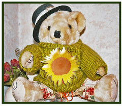 BEAR IT WITH SUNFLOWER (fantartsy JJ *2013 year of LOVE!*) Tags: friends cute love fun sweet stuffedanimal cuddly sunflower teddybears mytoys supershot citrit ysplix ilovemypic betterthangood theperfectphotographer