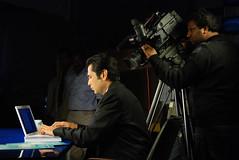 (Fayyaz Ahmed) Tags: pakistan tv nikon host anchor behind karachi behindthescenes scenes presenter aaj