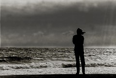 Liberty Dreams (edouardv66) Tags: light sea bw woman mer france clouds contrast dark 50mm blackwhite eau mediterranean waves wind noiretblanc kodak femme aixenprovence nb scan 1993 rays a1 backlit scann canona1 contrejour gens gril noirblanc sunsrays clandestine pelicule