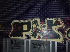 030 (en-ri) Tags: pir giallo nero rosso arrow torino wall muro graffiti writing