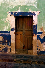 "Puerta • <a style=""font-size:0.8em;"" href=""http://www.flickr.com/photos/71572571@N00/2018178821/"" target=""_blank"">View on Flickr</a>"