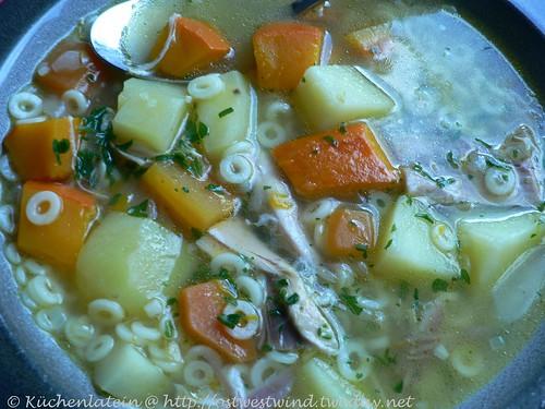 Kürbissuppe mit Pastaeinlage
