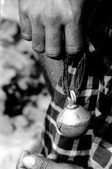 jingle.......bell n4 (Monia Sbreni) Tags: bw india noiretblanc zwartwit indian bn indie schwarzweiss pretoebranco bianconero biancoenero svartvitt blackandwithe moniasbreni reportase