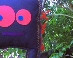 Zezinho a procura de um lar...VENDIDO (PAXandLOVE) Tags: love toys design arte handmade amor paz felt feltro criaturas brinquedos colorido toyart feitoamao paxtoystoyartfeltfeltrodesigncoloridocriaturasartebrinquedoshandmadefeitoamaopazloveamor
