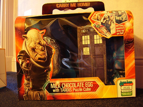 DR WHO - Milk Chocolate Egg with TARDIS Puzzle [Front]