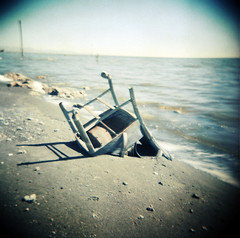 06 (graceful.spoon) Tags: lake water salt shore shelter saltonsea casters belowsealevel abandonedchair bombaybeach salinity