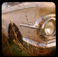 the comet, again (uhoh over) Tags: old car weeds comet viewfinder ttvf
