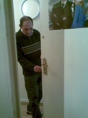 Doorman (DJ Damien) Tags: phone sch march2g8