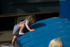 Anna klimt op het springkasteel
