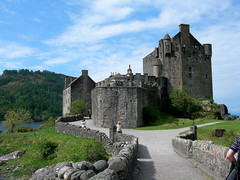 Eilean Donan Castle (IrenicRhonda) Tags: castle public water kyle geotagged scotland highlands scenery may scottish icon winner restored 2008 iconic middleages momma lochalsh dornie lochlong scottishhighlands sleat lochduich bigmomma kyleoflochalsh soundofsleat gamewinner caollochaillse top20castle clanmacrae islandofdonan lochaillse pfogold thechallengefactory lochdubhthaich ltcoljohnmacraegilstrap skyevisit geo:lat=57273985 geo:lon=5523084 yourock1st gamex2winner herowinner gamex3winner pregamewinner notsentgetty