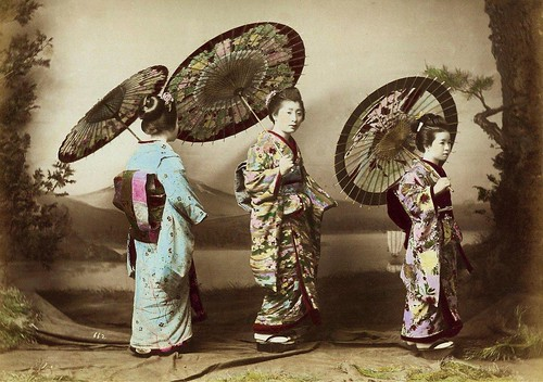 THREE GEISHA POSING IN ENAMI'S YOKOHAMA STUDIO