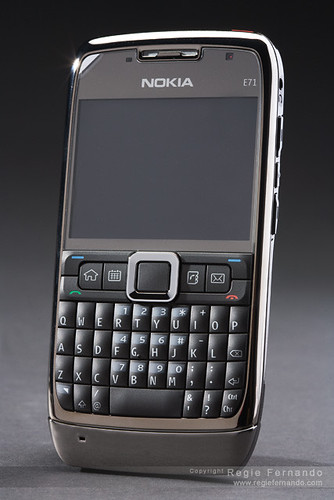 Nokia E71 by tekgik.
