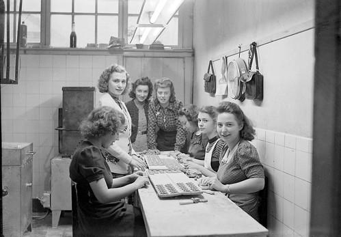 Baking Cookies in De Gruyter Fabriek 1930