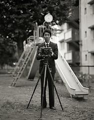 meditating Kamera 8 (TommyOshima) Tags: monochrome pentax xp2 6x7 ilford graflex 105mm f24 kohi speedgraphics monochromia smctakumar kohiyamatakahiro meditatingkamera 小檜山さん コヒ